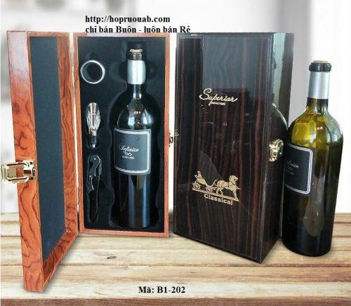 Hộp gỗ đựng một chai rượu vang